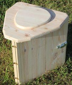 Toilette sèche de voyage très compact montage et démontage en 30 secondes livré un sac de transport pour plus de facilité elles sont utilisables avec des sacs compostables où les recharge de 10 sacs absorbants qui intègrent un tampon super-absorbant a