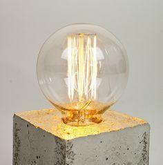 Lampe mit Glühbrine aus Beton // concrete cube lamp via  DaWanda.com