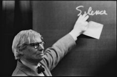 Louis I. Kahn during the lecture at the ETH Zurich. Lecture: Silence and Light.   Photographs by Peter Wenger © Archives de la construction moderne – Acm, EPF Lausanne