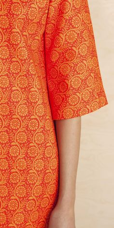 Marimekko dress below the knee, relaxed relaxed tunic-type cut, Japanese sleeve, round neck, invisible zip fastening in the center back and side Marimekko Dress, Japanese Sleeve, Bold Prints, Small Flowers, Spring 2016, Flower Prints, Fashion Dresses, Hair Beauty, Orange