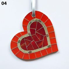 Mosaic Wall Art, Mosaic Diy, Mosaic Crafts, Mosaic Projects, Craft Projects, Handmade Ornaments, Handmade Crafts, Glass Glue, Red Pictures