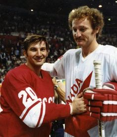 """Soviet goaltender Vladislav Tretiak and Team Canadian defenceman Larry """"Big Bird"""" Robinson Hockey Goalie, Hockey Games, Hockey Players, Ice Hockey, Sports Games, Montreal Canadiens, Hockey Pictures, Sports Pictures, Canada Cup"""