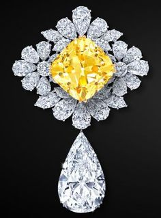 The Royal Star of Paris brooch by Graff, featuring the Graff Sunflower, a yellow diamond of over 100 carats✨