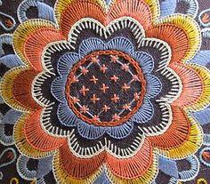Zweeds borduren foto's Embroidery Patches, Crewel Embroidery, Wool Applique, Embroidery Patterns, Cross Stitch Patterns, Native Beadwork, Textile Art, Fiber Art, Needlepoint