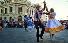 El instituto de Cultura del H. Ayuntamiento de Chihuahua, dentro de sus actividades culturales los invita a disfrutar en compañía de la familia y amigos de los Martes Culturales. Con el fin de  estrechar vínculos, acrecentar valores y fortalecer la identidad, el Instituto lleva a cabo estas excelentes jornadas culturales. Te esperamos en Plaza de Armas, Centro Histórico el próximo martes 23 de Junio de las 16:30 a los 18:00 horas. www.turismoenchihuahua.com