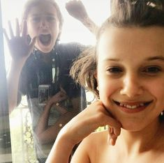 Mcxcuse me Millie is that a tube top? Stranger Things Actors, Bobby Brown Stranger Things, Stranger Things Funny, Stranger Things Netflix, Celebrity Travel, Celebrity Dads, Funny Tattoos, Millie Bobby Brown, Celebs