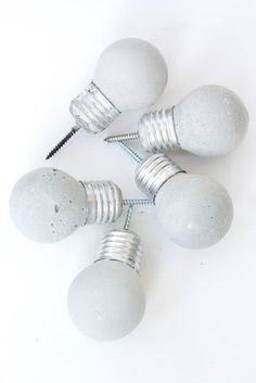 "DIY Concrete ""Light Bulb"" Knobs. In Norwegian, but the translator make it easy to understand. I absolutely adore these."