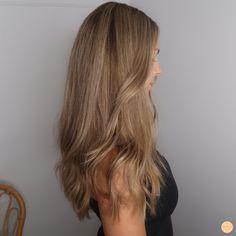 Honey Blonde Hair Color, Blonde Hair Looks, Brown Blonde Hair, Light Brown Hair, Brownish Blonde Hair Color, Hair Highlights, Chunky Highlights, Caramel Highlights, Color Highlights