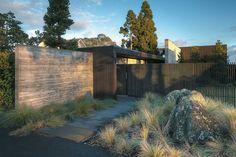 Ponting Fitzgerald Architects, house in Upper Waitemata, NZ Modern Landscape Design, Landscape Plans, Modern Landscaping, Modern Patio, Residential Architecture, Landscape Architecture, Architecture Design, Modern Exterior, Exterior Design