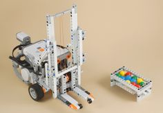 Our FLL team built a really cook forklift one year that was similar… Lego Nxt, Lego Robot, Robots, Robotics Projects, Lego Projects, Lego Mindstorms, Lego Technic, Lego Coding, Stem Robotics