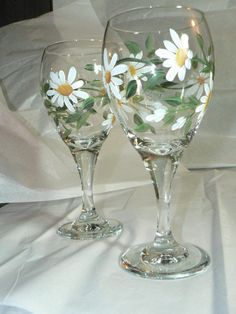 Hand Painted White Daisies Wine Glass by traditionsbylinda on Etsy