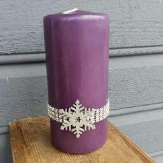 Det trengs bare 3 ting for å pynte lys til jul  blingbånd, snøfnugg i tre & lim fra #hobbykunst #hobbykunstnorge! Se hvor enkelt og lekkert Sissel har gjort det