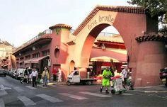 Marché Forville Cannes (Fresh market open in the morning, for vegetables, fruits, fish, meat, Flowers, etc...)