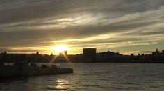 鹿児島市の風景|鹿児島新港白灯台からの夕日そして黄昏