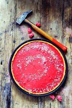 Et si finalement le pire des casse-dents permettait de préparer une tarte tout en douceur dans ce monde de brutes ? Tarte aux pralines roses !