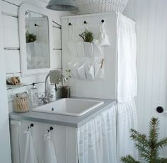 white & simply good -- ⭐️bathroom