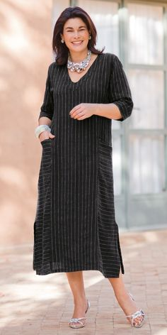 striped button-front cotton tunic style Button-front tunic with vertical stripes above the waist and horizontal stripes below and on the front poc Simple Dresses, Pretty Dresses, Plus Size Dresses, Plus Size Outfits, Casual Dresses, Indian Fashion, Boho Fashion, Womens Fashion, Linen Dresses