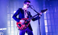 Arctic Monkeys cover Lou Reed's 'Walk On The Wild Side' – watch | News | NME.COM