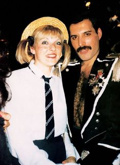 25 Romantic Photos of Freddie Mercury With Mary Austin, the Woman Who Stole His Heart ~ vintage everyday Queen Freddie Mercury, Mary Austin Freddie Mercury, Jeep Grand Cherokee, Pearl Harbor, Freddie Mercuri, Need Somebody To Love, Friendship Photos, 39th Birthday, Roger Taylor