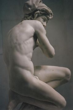 The classical body is so beautiful shame the fashion declined as we all aspire to it.