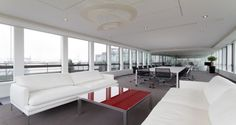 Área de reuniões nos escritórios da Free em Paris, França