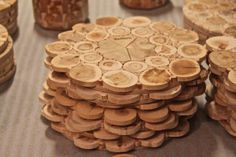 How to Make Sliced Wood Coasters – DIY projects for everyone! Wood Shop Projects, Diy Projects, Diy Coasters, Coaster Furniture, Wood Creations, Wood Slices, Woodworking Crafts, Wood Crafts, Bed Frames