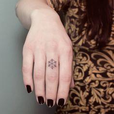 N a n o _ H a n d p o k e r #handpoked #handpushed #sticknpoke #frost #snowflake #snow #mandala #tattoo #fingertattoo #geometric