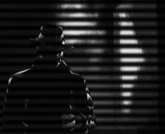 Film Noir: 30 Dark And Cold Digital Artworks - Hongkiat Detective, Fritz Lang, Chiaroscuro, The Villain, Light And Shadow, Old Hollywood, Light In The Dark, Street Photography, 1940s