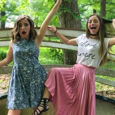 You can't see it but we are balancing on rocks in the middle of a mini creek with of us with heels on and of us in dresses.what we do for pictures😂 Brooklyn And Bailey Instagram, Bailey Mcknight, Catwalk Models, Celebs, Celebrities, Brooklyn Mcknight, Spring Outfits, Beautiful People, Cute Outfits
