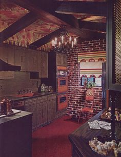 house There was tendency to go Ye Olde English with dcor back then. It wasnt uncommon for living areas to resemble dimly lit oaken taverns (with shag carpet, of course). 1970s Decor, 70s Home Decor, Vintage Decor, 1970s Kitchen, Vintage Kitchen, Cozy Kitchen, Kitchen Decor, Kitchen Design, Casa Retro