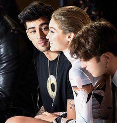 can we just appreciate the way he looks at her (+Anwar is me) #GigiHadid #ZaynMalik #zigi