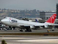 Northwest Airlines Boeing 747-400; N637US