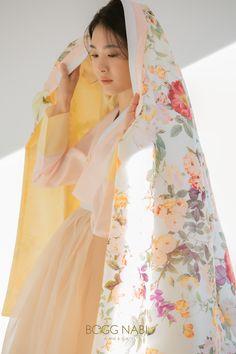 Design HANBOK | 한복짓는 복나비 Korean Traditional Clothes, Traditional Fashion, Traditional Dresses, Muslim Fashion, Korean Fashion, Modern Hanbok, Korean Design, Coats For Women, Clothes For Women
