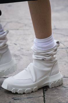Rick Owens at Paris Fashion Week Spring 2018 - Details Runway Photos