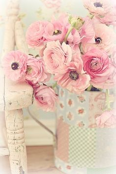 whiteroses-in-spring:  Taggato con beautifulflowers soft.homeshabby chicvintage (via Untitled | We Heart It)