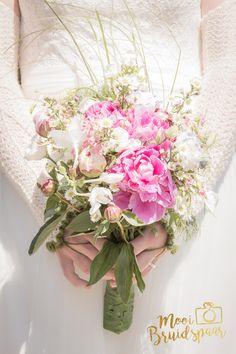 Close-up bruidsboeket trouwdag