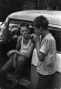 "Leatherwood, Kentucky, ""Cornett boys smoking by car."" My grandma was a Cornett.I bet those boys wish they had never picked up smoking. Kentucky, Old Pictures, Old Photos, La Haine Film, Vintage Photography, Street Photography, Photography Kids, Photography Lighting, Photography Website"