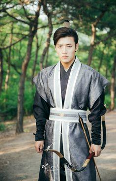 If I were Hae Soo, I would choose you! Gahd, you're good looking, smart, and . Asian Actors, Korean Actors, Korean Dramas, Kang Ha Neul Moon Lovers, Kang Haneul, Love Moon, Make Your Own Clothes, Scarlet Heart, Kdrama Actors