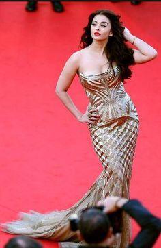 Cannes 2014: Aishwarya Rai Bachchan at the premiere of 'Deux Jours, Une Nuit' | PINKVILLA