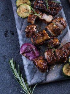 Πανσέτα με γλάσο από μπράντι και πετιμέζι - www.olivemagazine.gr Food N, Tandoori Chicken, Steak, Pork, Menu, Ethnic Recipes, Gourmet, Pork Roulade, Menu Board Design