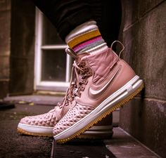 The Nike Lunar Force 1 Duckboot Men's Boot features water