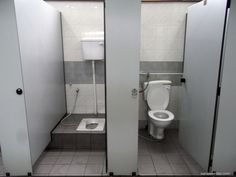 Binnenwerk Toilet Reservoir : Two toilets in a middle class pakistani home 2012. one commode and