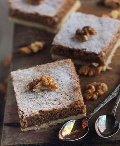 Walnut cake with cream detail My Recipes, Sweet Recipes, Dessert Recipes, Favorite Recipes, Romanian Desserts, Romanian Food, Hungarian Cake, Hungarian Recipes, Good Food