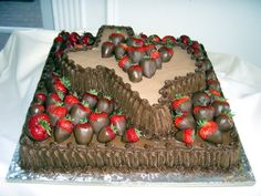 Texas-shaped groom's cake with chocolate covered strawberries #TTAA #TexasTech #SupportTradition