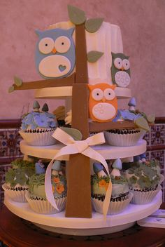 Owl forest cupcakes - cute presentation idea!