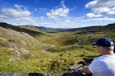 Faire une pause et admirer le col d'Healy Pass, dans le Comté de Cork ! ©Tourism Ireland  #healypass #bicycle #ireland #irlande #landscape #nature #wild #wildatlanticway #cork Wild Atlantic Way, Land Scape, Cork, Nature, Mountains, Travel, Places, Naturaleza, Viajes