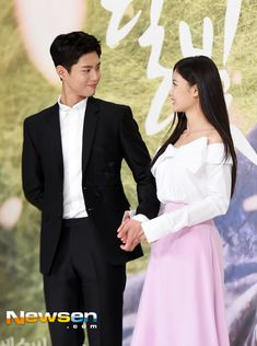 "'Moonlight Drawn by Clouds' Park Bo-geom: ""Curious about Skinship with Kim Yoo-jeong? Please watch the drama"""
