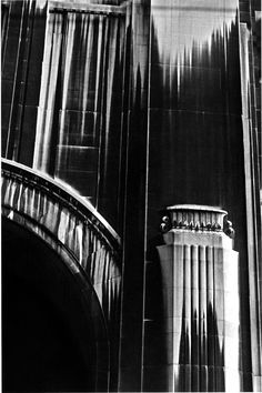 Ernst Haas - Metropolitan Life Building, NYC, 1966. S)