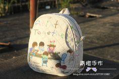 The front pocket! Toddler Bag, Japanese Patchwork, Back Bag, Patchwork Designs, Fabric Bags, Quilted Bag, Kids Bags, Kids Backpacks, Cotton Bag