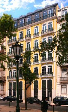 19th century architecture with contemporary lines (Lisbon, Portugal | Porta da Frente)